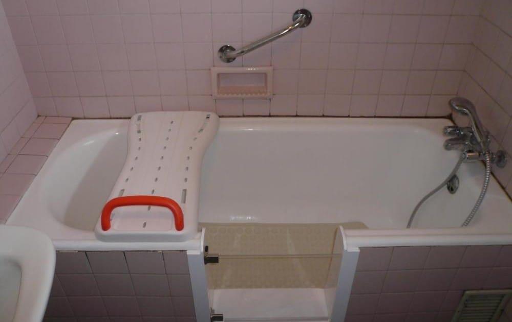 Ouverture laterale de baignoire avec portillon