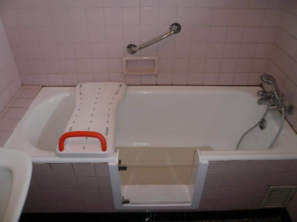 ouverture de baignoire avec installation d une porte tanche. Black Bedroom Furniture Sets. Home Design Ideas